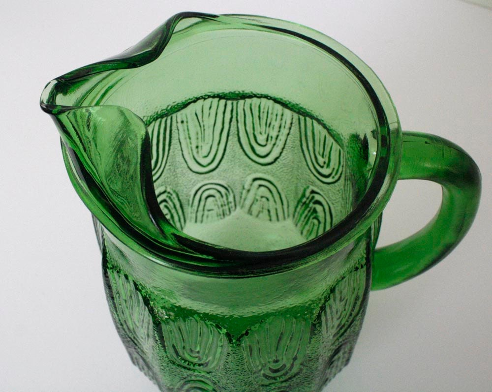 My mother's green iced tea pitcher - PassionateKitsch