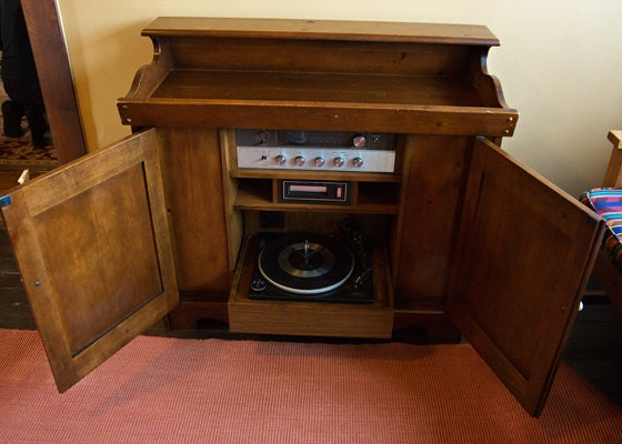 On Sale Console Stereo Magnavox Turntable Solid By