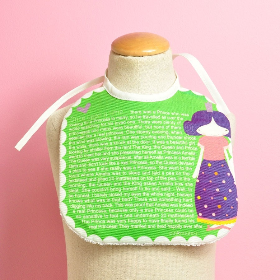 baby bib Once Upon a Time... Princess and the Pea tale - PinkNounou