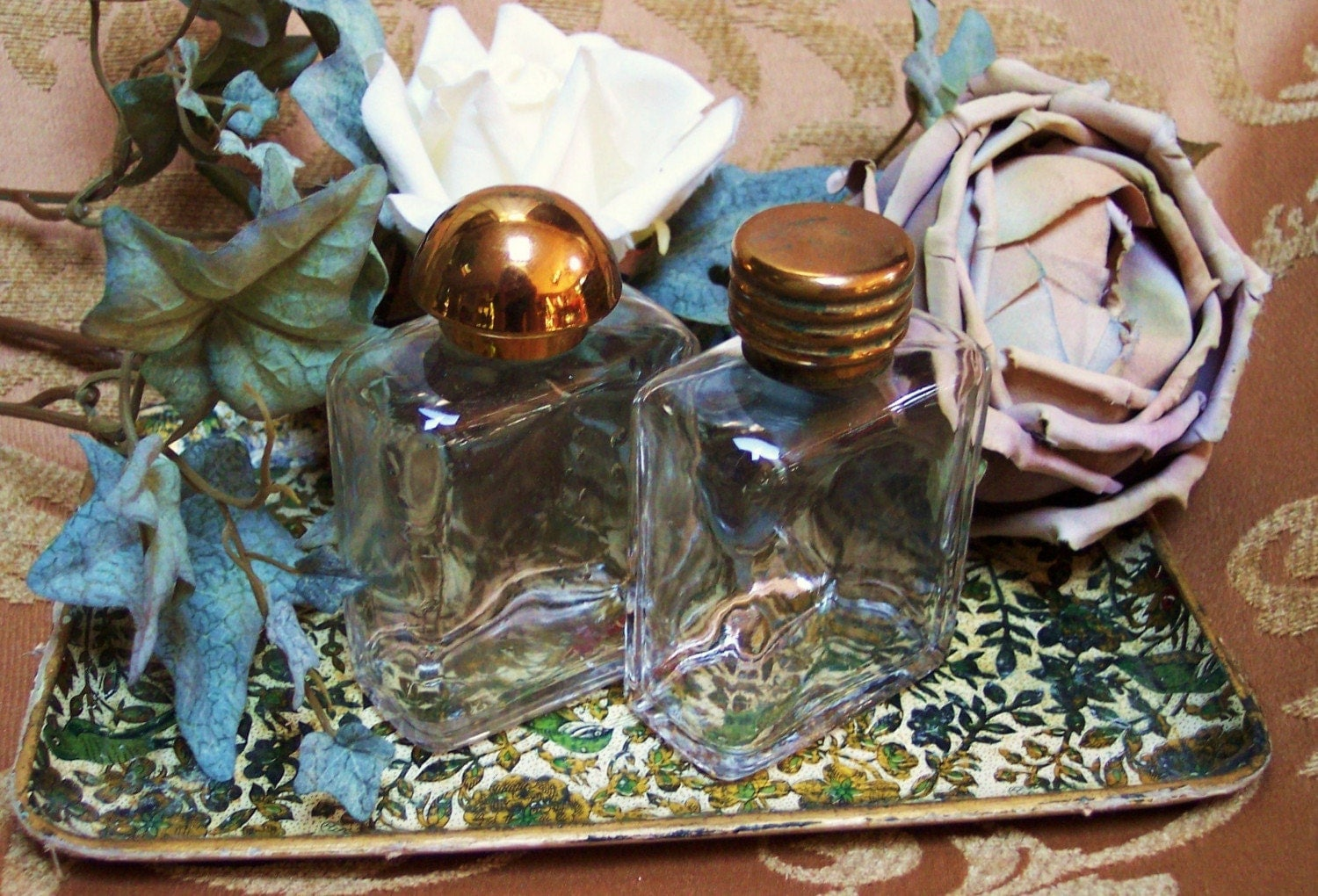 VINTAGE TRAIN CASE GLASS TOILETRY BOTTLES-TRAVEL IN VINTAGE STYLE