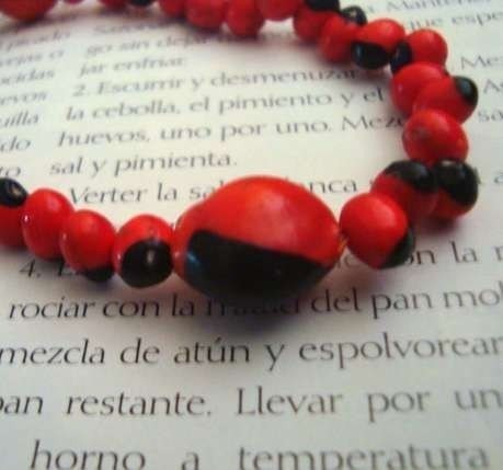 Rojo y Negro Elastic Bracelet -Good Luck- Red and Black