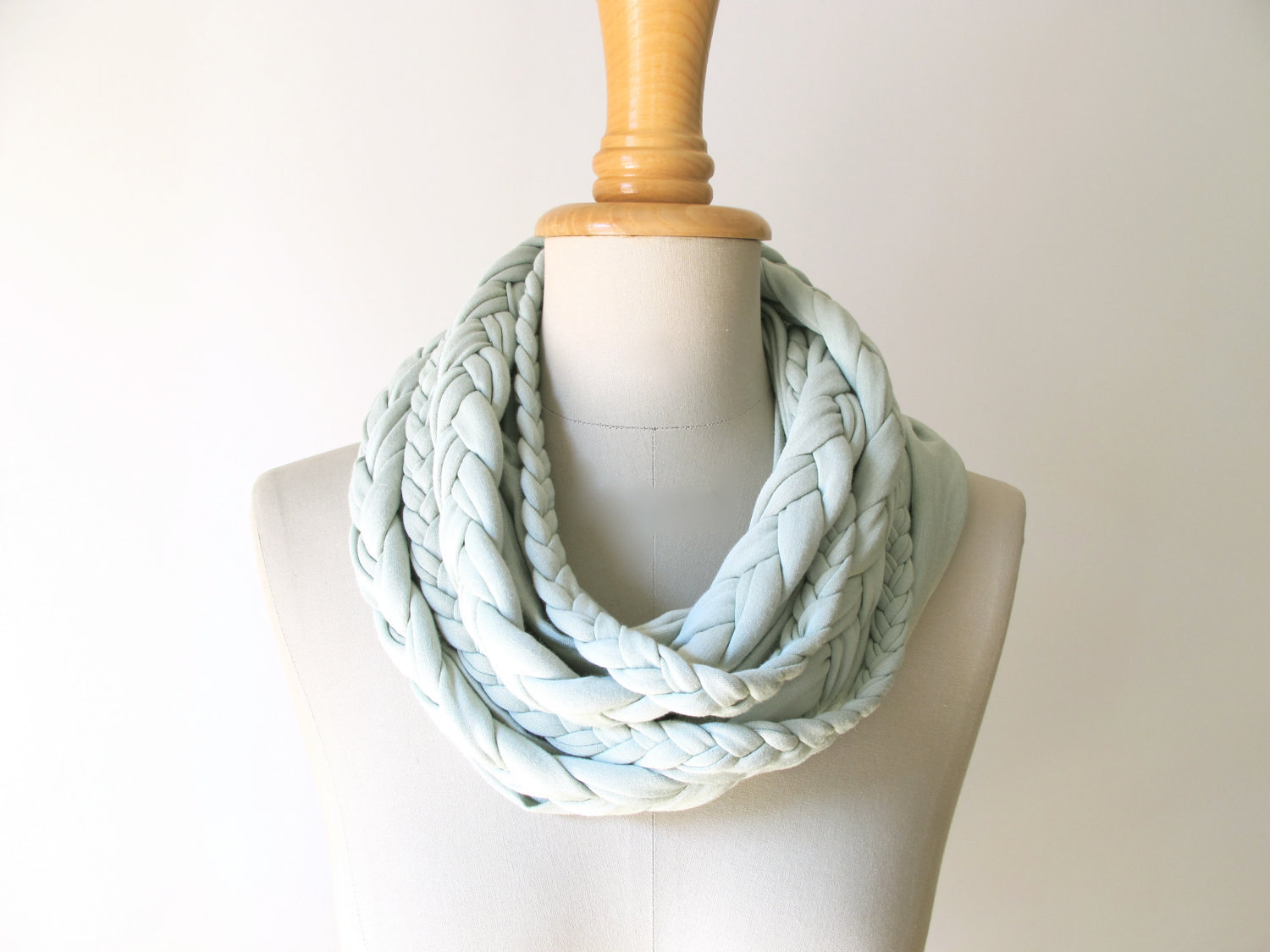 braided LOOP in light mint infinity scarf - StAnderswo