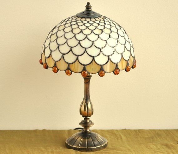 tiffany table lamp 8 shade hand made of stained by. Black Bedroom Furniture Sets. Home Design Ideas