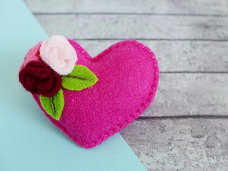 Pink Heart Pin  felt heart brooch  flower pin  pink brooch  gift for teacher  gift for mum  gift for girlfriend  romantic gift