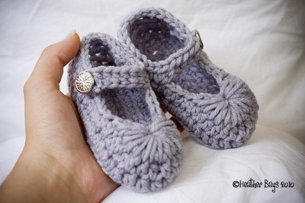 Crocheted Baby Shoes. Gray Mary Janes with Shiny Silver Snowflake Like Vintage Buttons. 9 Months to 12 Months (1 Year.)