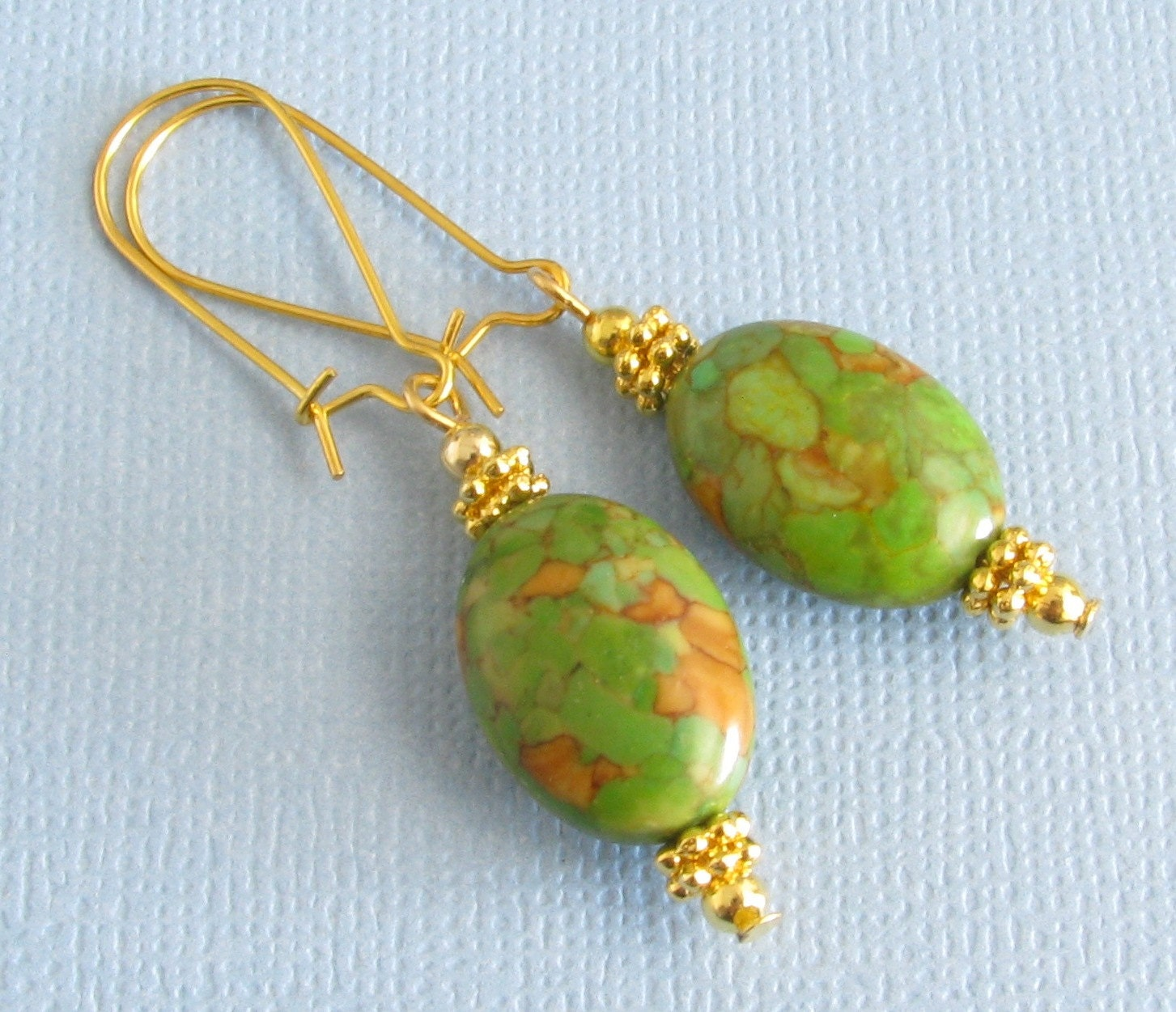 Green mosaic howlite gold plated kidney by busybeebumblebeads for Jewelry made from kidney stones