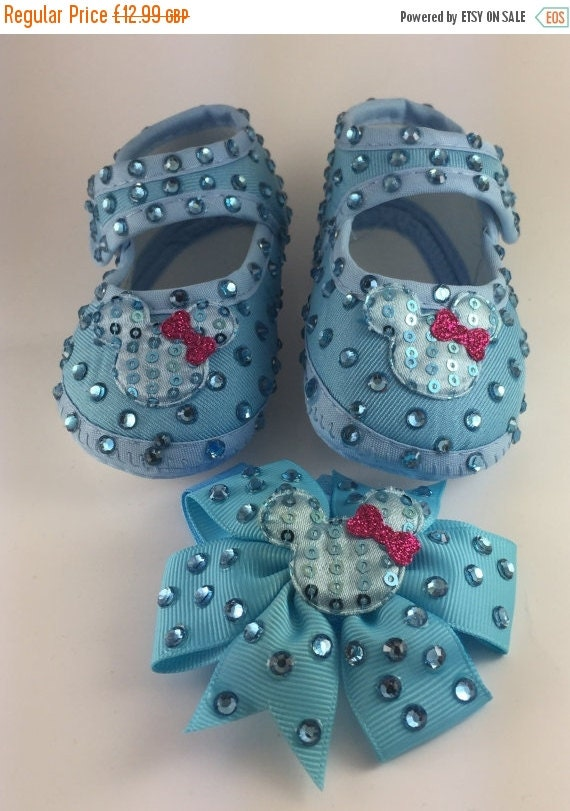 ON SALE Customised Baby Girl Blue Minnie Mouse Crib Shoes Matching Headband Set