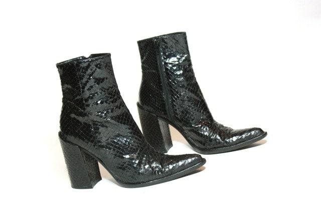 VTG 90's Modern Chelsea Snakeskin Chunk Heel Ankle Boot 8.5