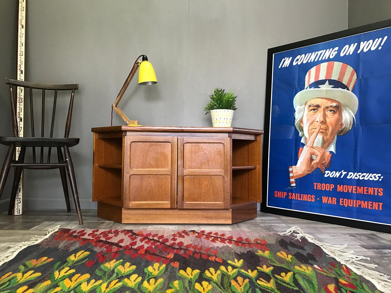 Nice Vintage NATHAN Corner TV Stand  Retro Teak Hifi Table Unit End Coffee 644