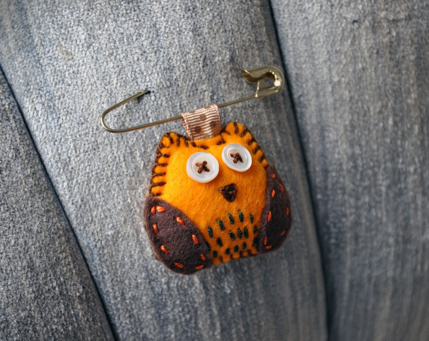 Tiny Owl Brooch - mini owl plush as a brooch - Wearables plush series from Hibou