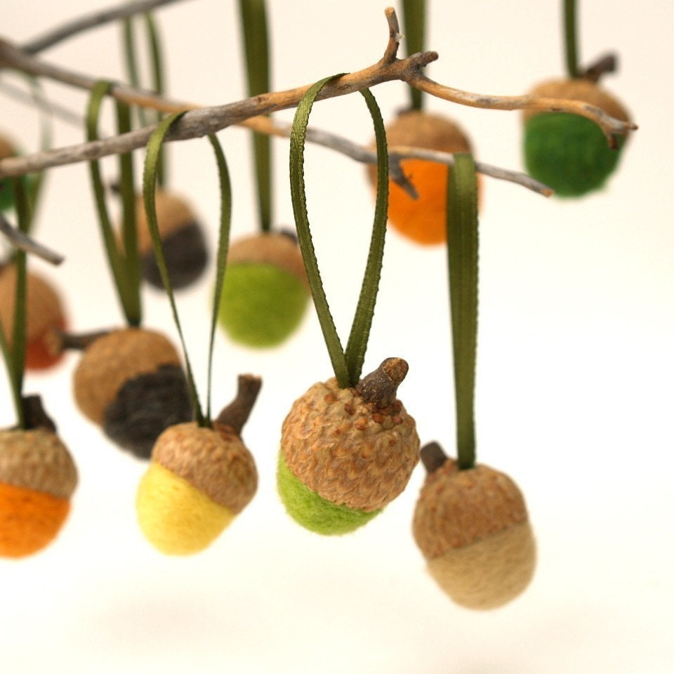 Acorn Ornaments Handmade Wool Felt Needle Felt 10 Hanging Woodland Decorations Autumn Fall Thanksgiving Home Decor Natural orange green