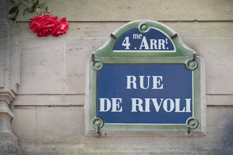 Paris Photo - Рю де Риволи - Улица Войти в Париже, Франция, Ностальгический французского изобразительного искусства Фотография Путешествия с розами