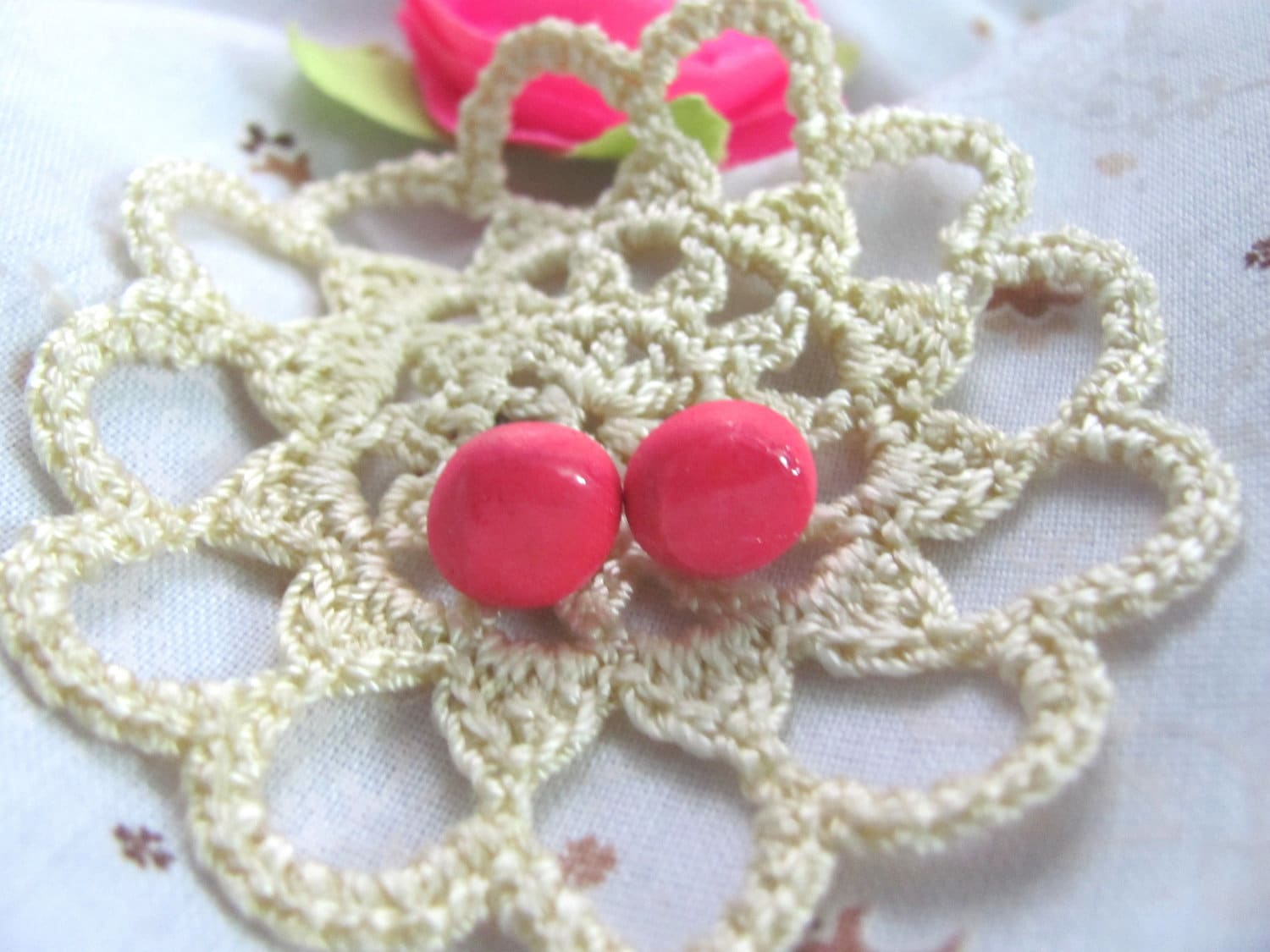 Neon Pink - A pair of round stud earrings