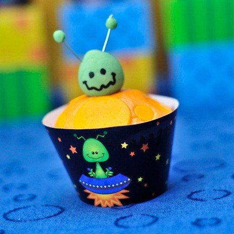 Cupcake Wrapper - Alien Invasion DIY Printable by Spaceships and Laser Beams