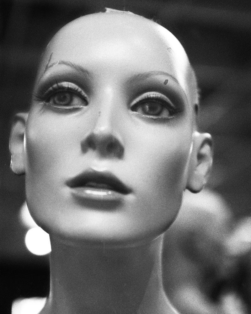 Manneqin Nothing b-w Don't Look