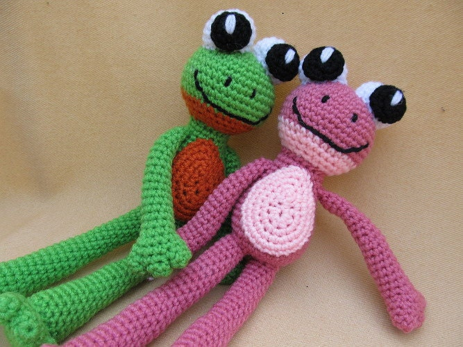 Free Crochet Amigurumi Frog Patterns : Courting Frogs Crochet Amigurumi Frog Pattern by ...