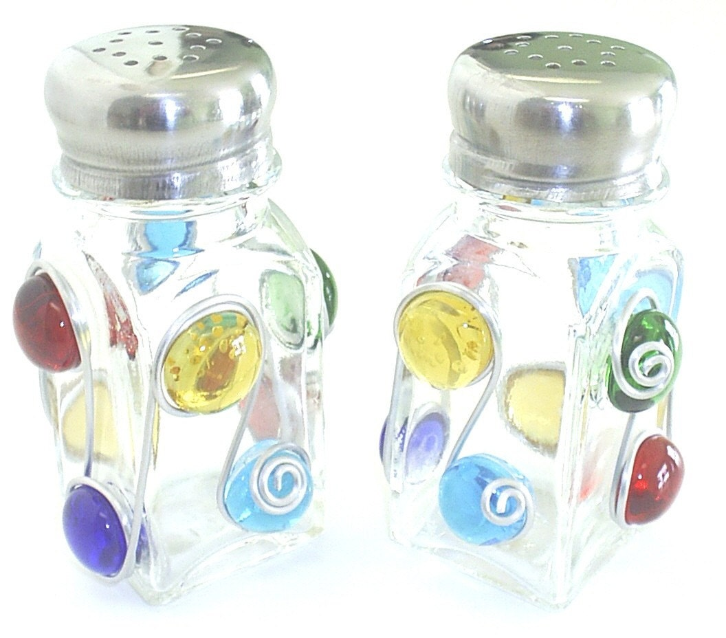 Salt and pepper shaker decorated with colorful beads by Colorful salt and pepper shakers