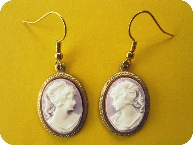 Regal Lady Cameo Earrings in Lilac From moncherie43