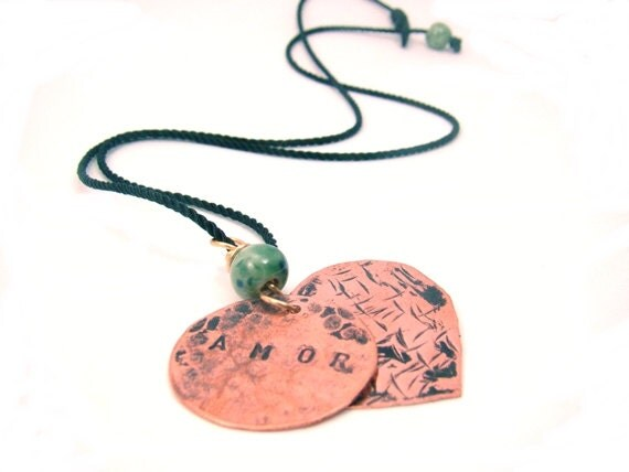 Necklace with heart and circle with word AMOR. - CreationsInaru