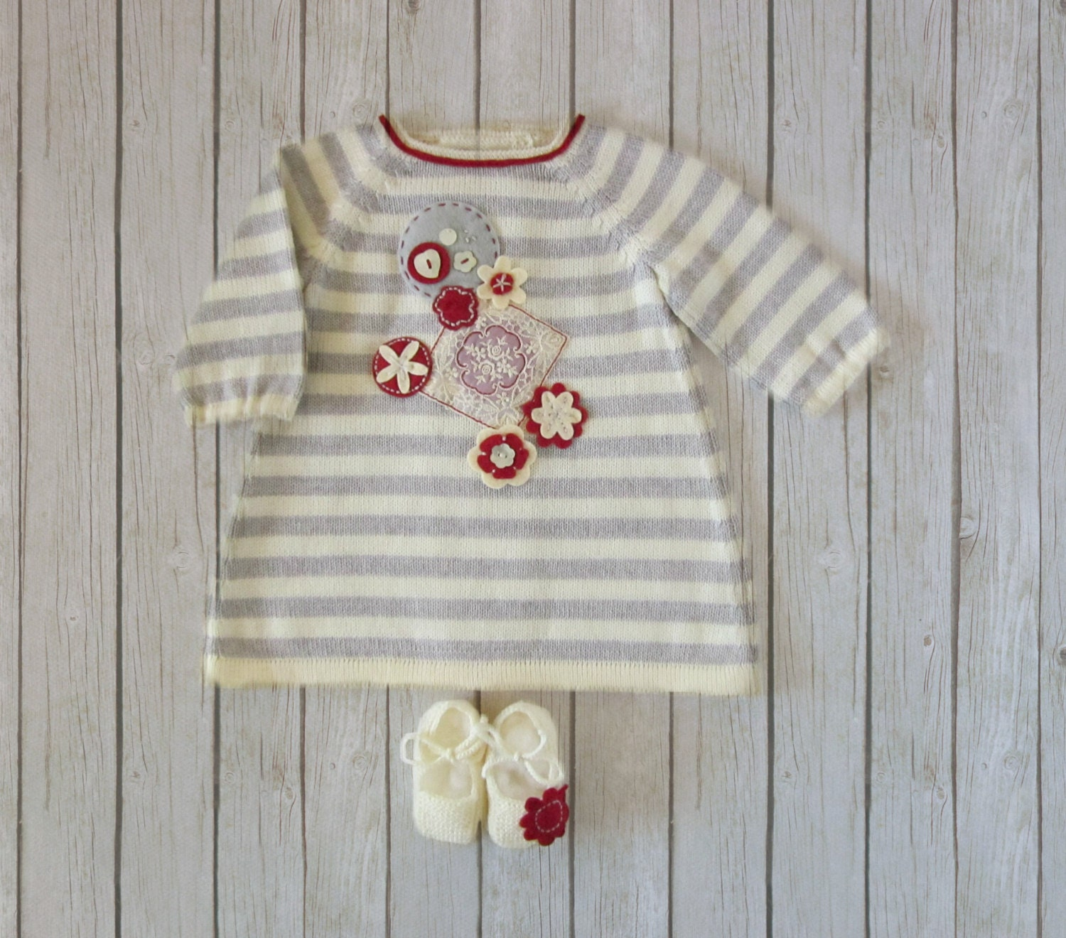 knitted striped baby dress, shoes, in gray and pearl, with felt