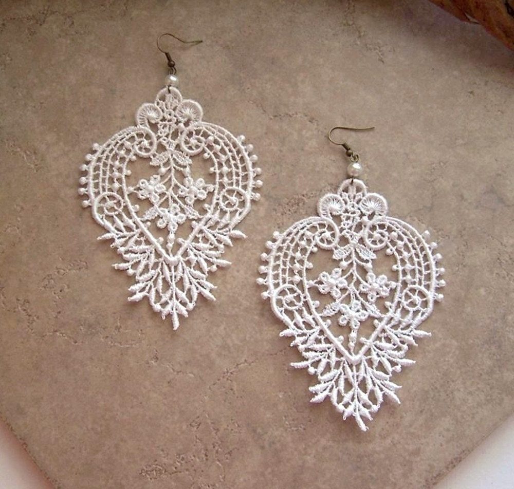 Camellia white lace earrings