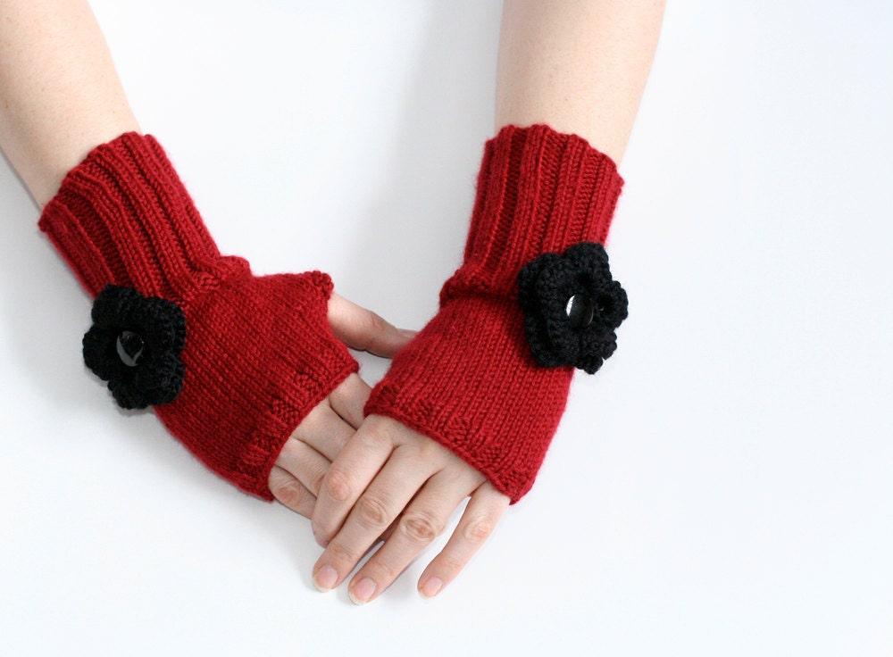 دستکش قرمز fingerless / گرم مچ دست با گل قلاب دوزی سیاه و سفید