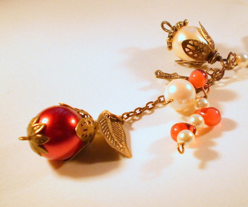 Regal Red and Cream Vintage Style Necklace