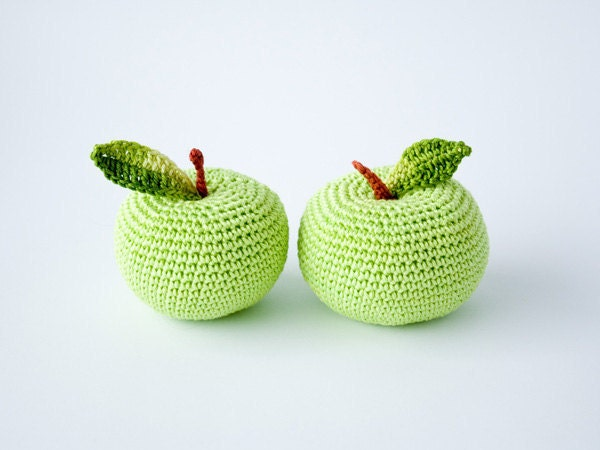 Crochet apple (1 pc) - teacher gift, fun kid toy, kitchen decoration, pincushion - FrejaToys