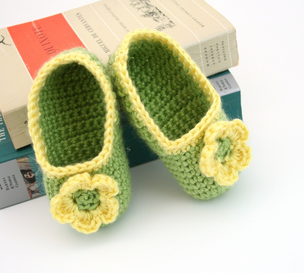 Felt Baby Shoes | Step-by-Step | DIY Craft How To's and