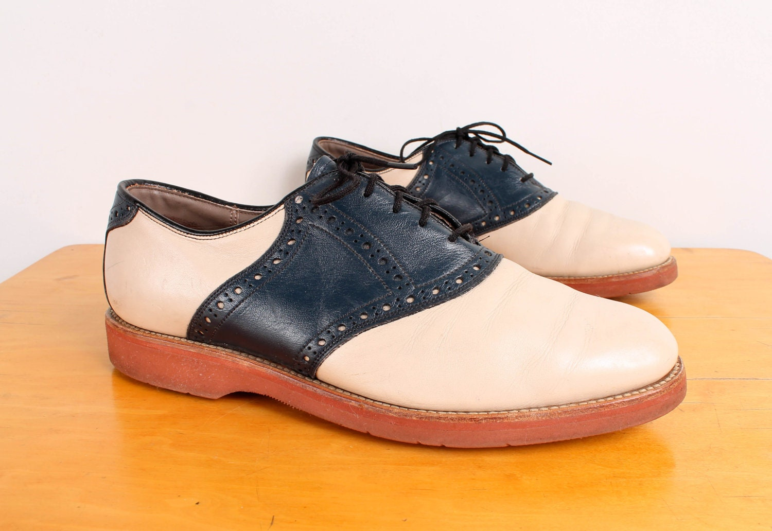 Mens Saddle Shoe Oxfords / 80s Two Tone Off White & Navy Leather