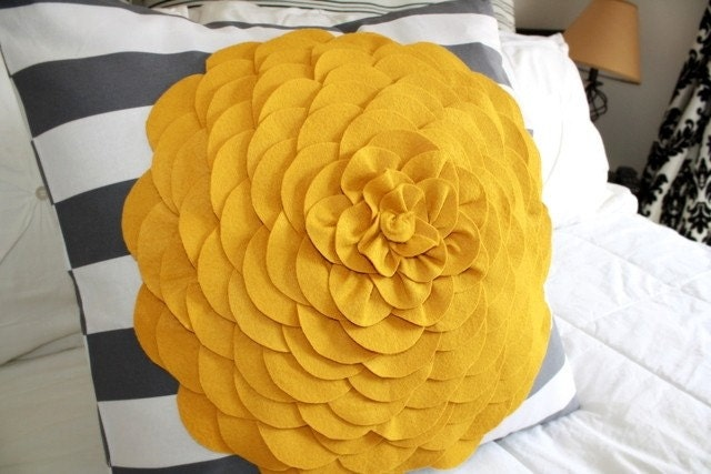 FREE SHIPPING...A ray of sunshine pillow 20x20