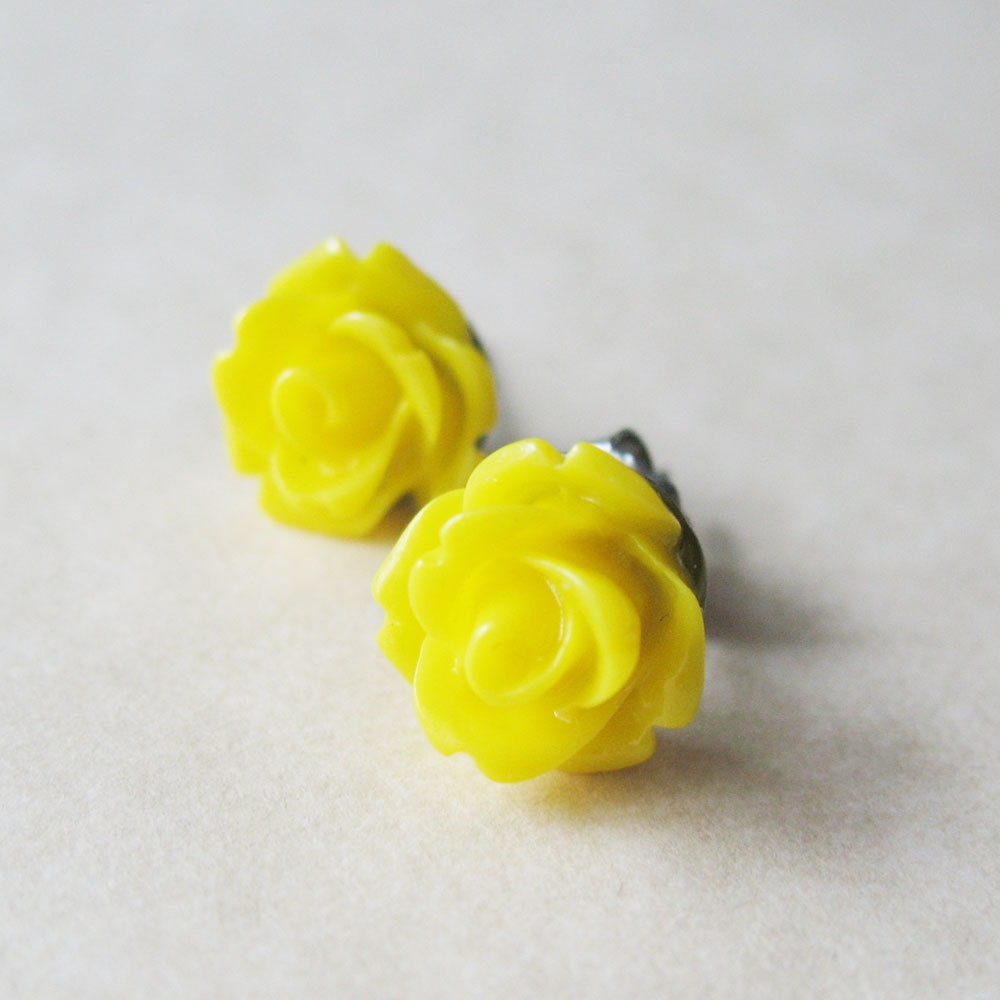 Sunshine Yellow Flower Earrings - Rose Stud Earrings - Lemon Yellow - pulpsushi