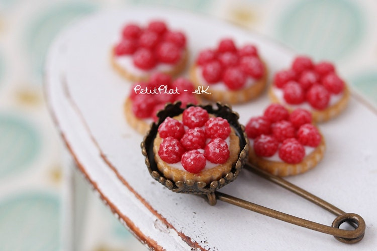Raspberry Pie/Cake Brooch - Miniature Food Jewelry - PetitPlat
