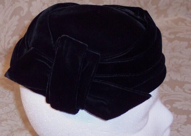 ELEGANT BLACK VELVET VINTAGE HAT...
