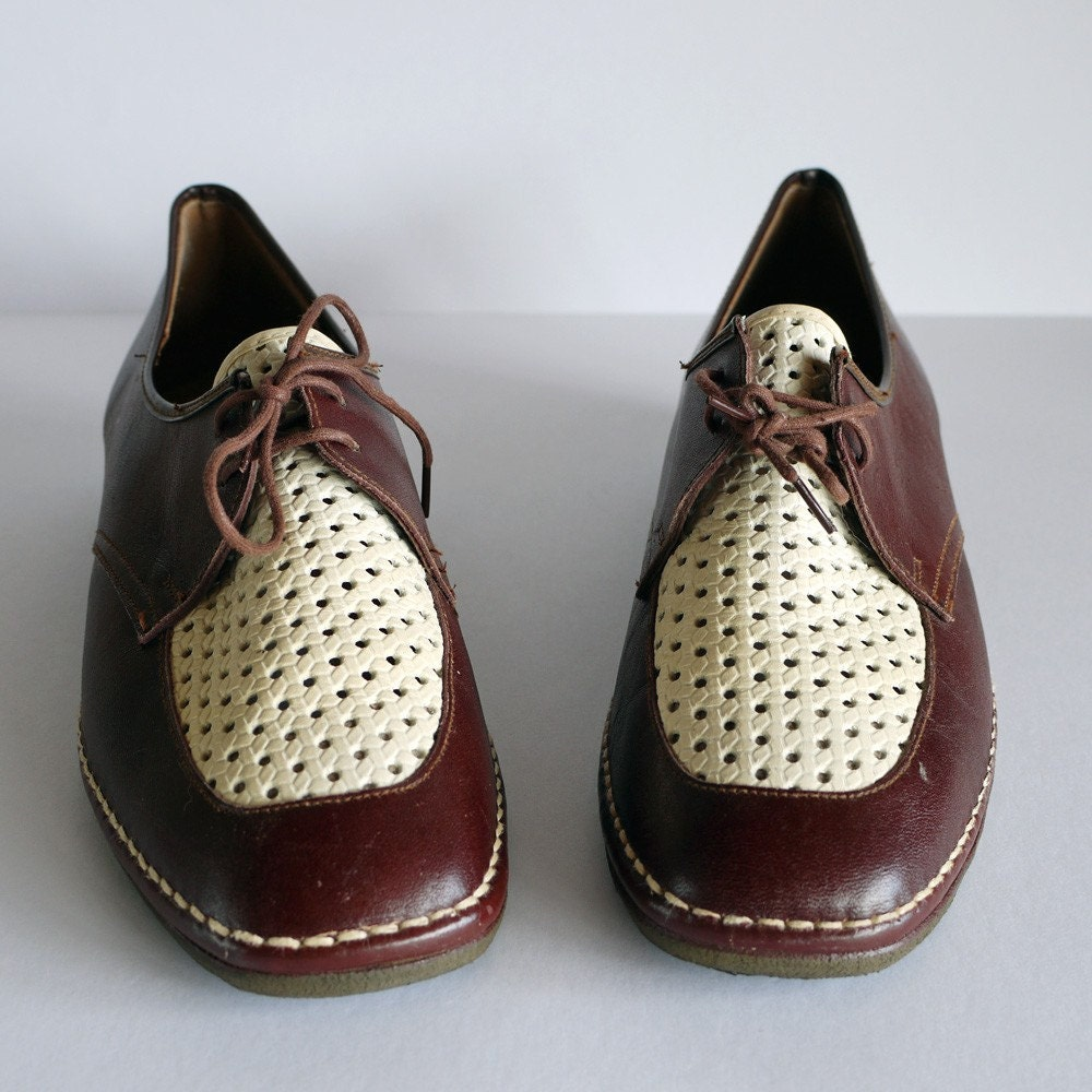 vintage 1960s two tone BROWN leather lace-up SHOES - size 9