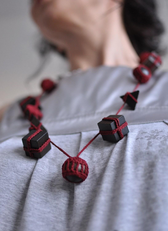 Геометрические Obsession - OOAK произвольной формы ручного вязания эко - ожерелье / галстуков / горжетка