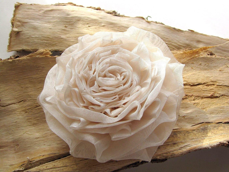 Handmade цветок из органзы брошь - МЕТАЛЛИЧЕСКИЕ КРЕМ IVORY Роуз