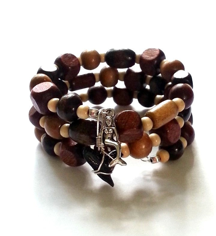 Wood beads shark tooth memory wire bracelet, mermaid charm bracelet, earthy natural wrap - beachseacrafts