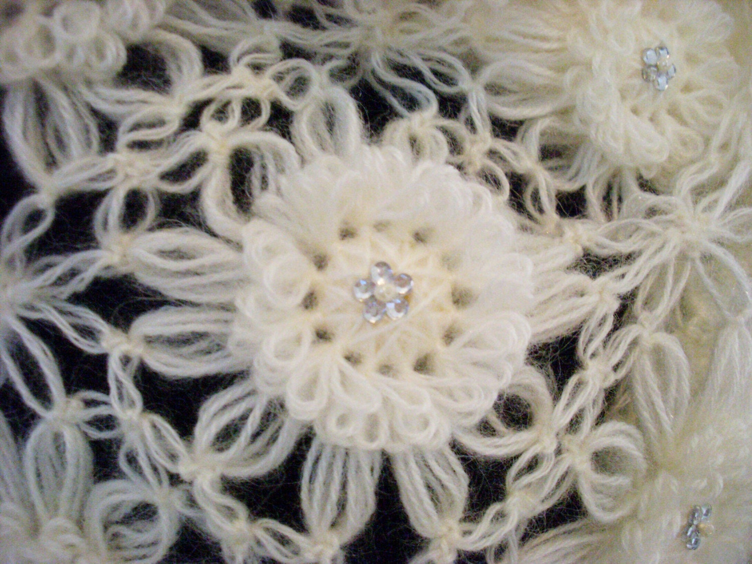 SUPER STAR BEIGE FLOWER SHAWL