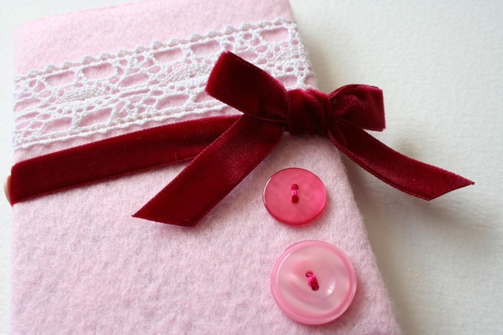 andmade notebook with felt cover, and vintage lace in pretty pink!