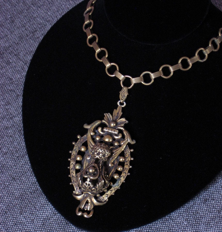 Vintage BOTANICAL CREST Gold Necklace