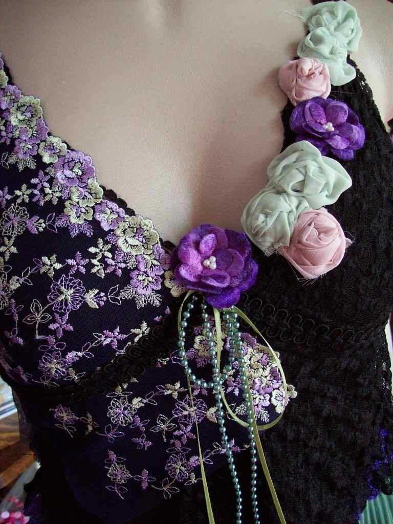 VINTAGE KITTY.. LACEY CAMI.. ROSES, PEARLS, BLACK, GREEN, PURPLES.. SIZE MEDIUM