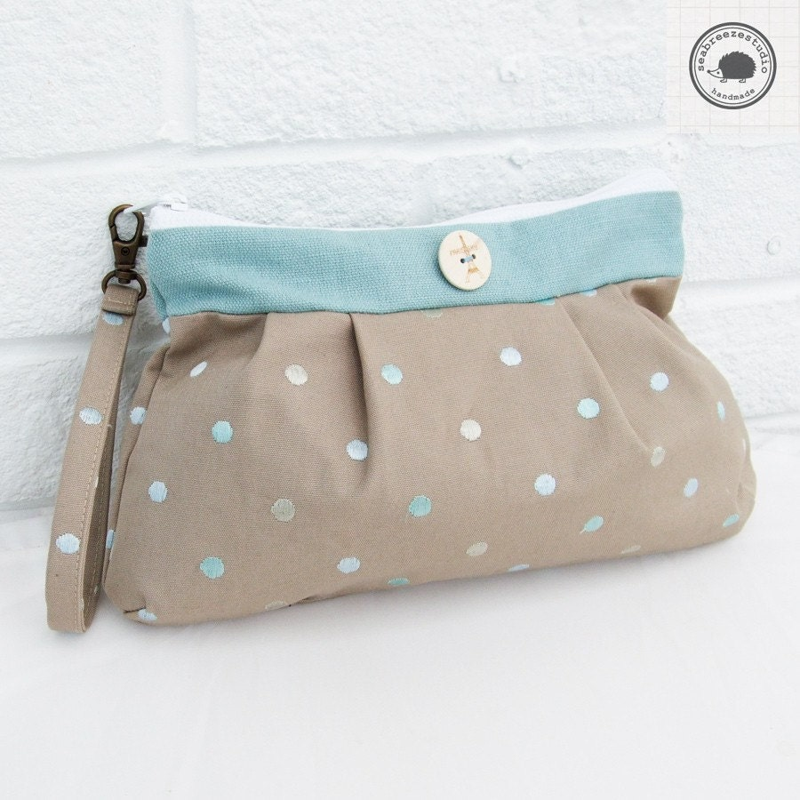 Pleated wristlet - beige and blue dots