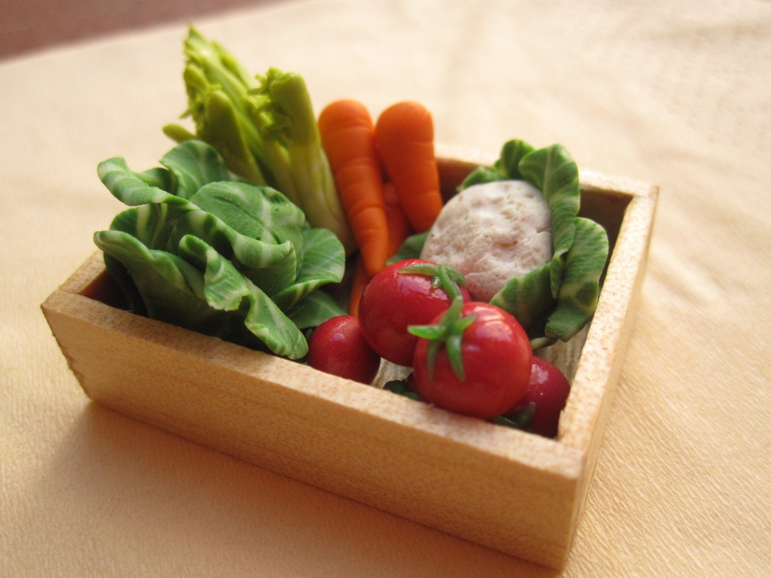 1/12  MINIATURE - vegetables basket / chest