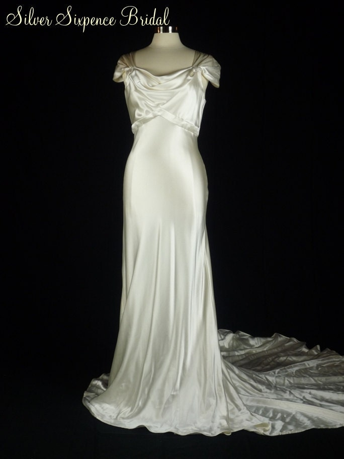 Inspired by Kelly: Wedding dresses on Etsy 5