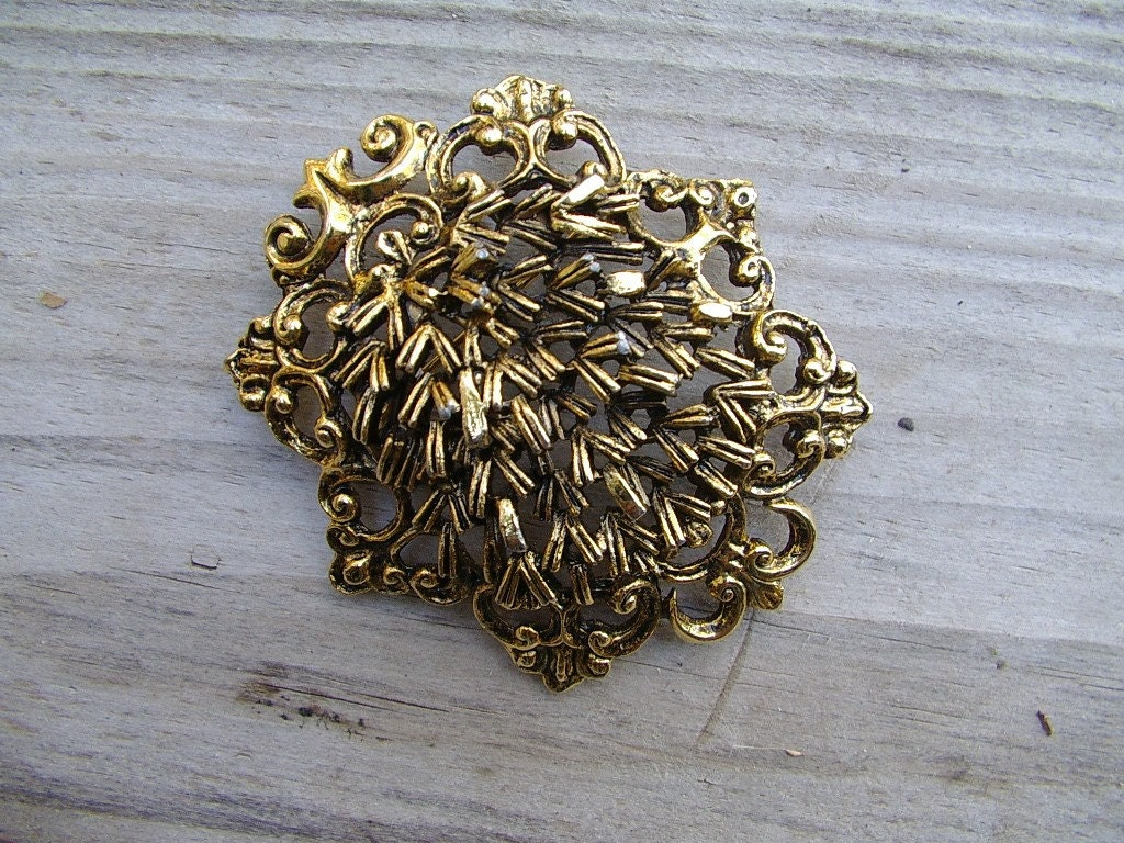 Unusual Large Goldtone Openwork Filigree Brooch Pin FREE SHIP USA