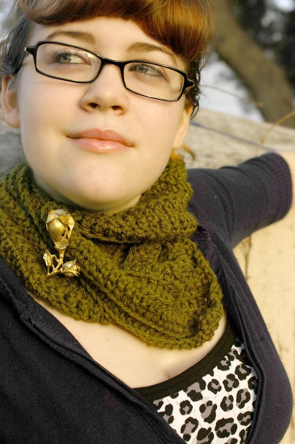 Wrap and Pin Scarflette by Penny Threads.