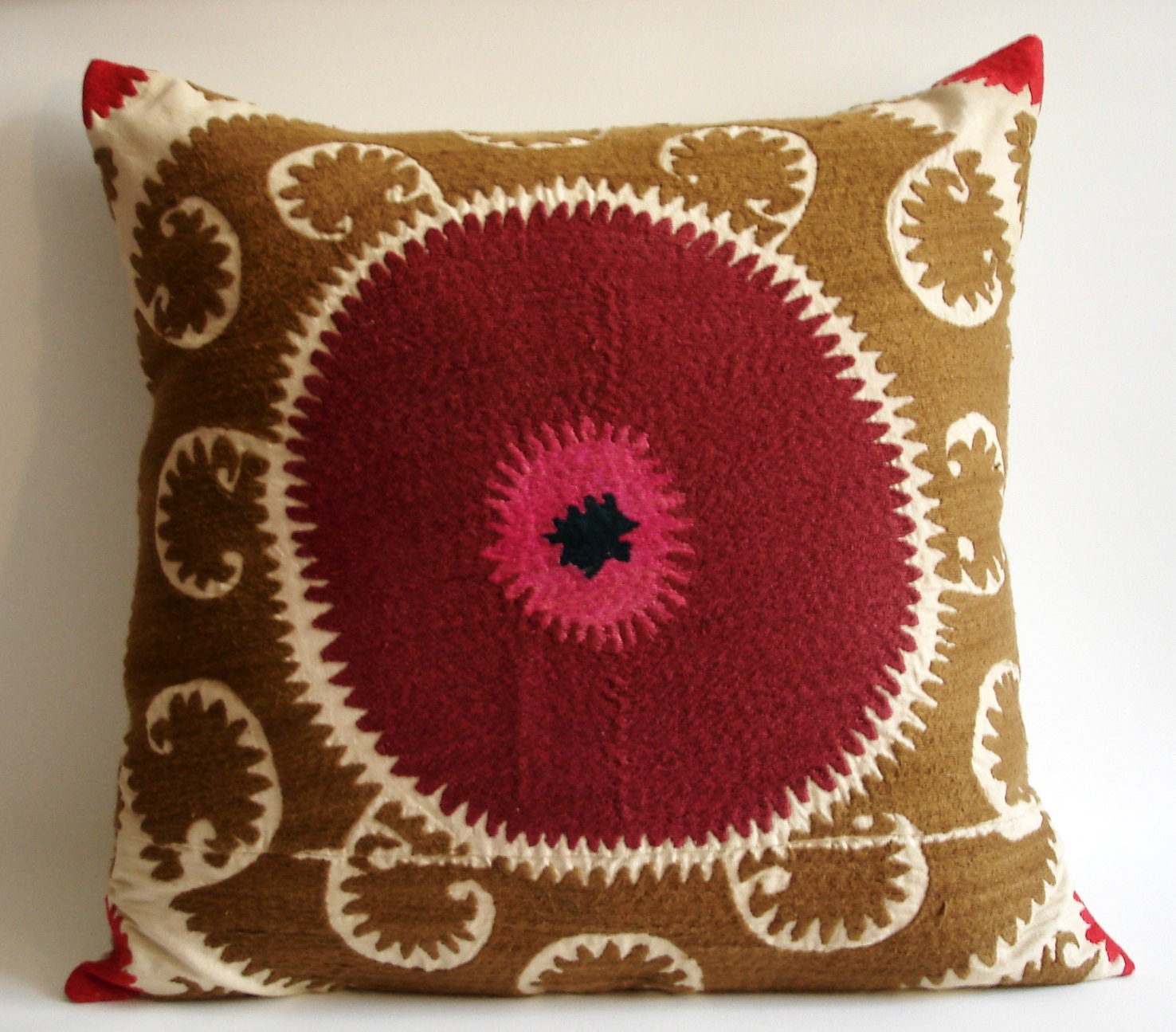 Sukan / Vintage Hand Embroidered Suzani Pillow Cover - 22x22