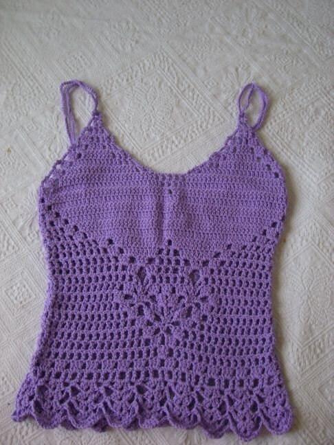 Bayanlar için yazlık askılı örgü bluz modeli