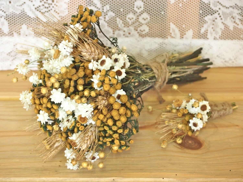 Такой букет идеально подходит для хиппи-свадьбы или свадьбы в деревенском стиле.  Как насчет засушенных цветов для...